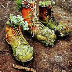 Old #boots to #planters if you don't know what to do with them here a fun idea :) #recycled #upcycled #garden