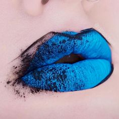 # Blue Lips W/Black Outlines