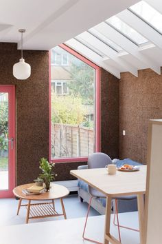 Cork walls and pink window frames characterise Nimtim Architects' London house extension Bungalow, Victorian Terrace House, Victorian Homes, Best Hacks, Architects London, Cork Wall, Narrow House, London House, Roof Light
