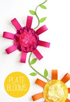 Paper Plate Flowers - easy kids craft project for spring via @PagingSupermom