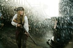 Keira Knightley as Elizabeth Swann in Pirates of the Caribbean: Dead Man's Chest - 2006 Images Pirates, The Pirates, Pirates Of The Caribbean, Caribbean Sea, Elizabeth Swann, Keira Knightley, Close Up Film, The Pirate King, Davy Jones