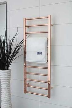 Love the mix of square and round rods that make up this gorgeous rose gold heated towel rail. DC Short Cubo E Heated Towel Rail (AUS) Décoration Rose Gold, Rose Gold Decor, Gold Bad, Gold Bathroom, Bathroom Shelves, Bathroom Towel Rails, Shiplap Bathroom, Bathroom Doors, Bathroom Interior