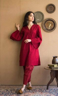 Pakistani Fashion Party Wear, Pakistani Outfits, Indian Outfits, Pakistani Casual Wear, Punjabi Fashion, Indian Fashion, Stylish Dress Designs, Stylish Dresses For Girls, Casual Dresses