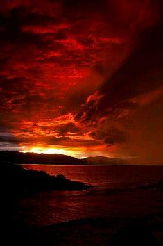Dawn And Dusk, Moon Pictures, Photos Voyages, Amazing Sunsets, Beautiful Sunrise, Heaven On Earth, Sunrises, Wonderful Places, Beautiful Images