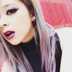 アルバムタイトル『Violet Cry』にちなんでアイメイクもリップも紫 かなり強メイク。  跳ね上げたラインは自由の証。  好きなこと、思い切り。 やってやりましょ。 #メイリア #GARNiDELiA #makeup #Violet #silver #fashion #PRIDE #album #12/14 #リリース