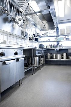 A 3mm thick flooring designed for safety in wet and greasy conditions where frequent spillage is likely, this product is ideally suited for commercial kitchen usage. Boasting Altro's highest rating for slip resistance, it minimizes slip risk in areas of heavy traffic. Paired with Altro Whiterock for a seamless, durable kitchen solution.