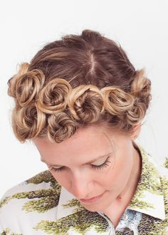 Pin Curls I remember my grandmother curling her hair like this at night and she would take out the bobby pins the next morning. - Sara Larson talks about her bun updo hairstyle during our Month Of Hair Haircuts For Curly Hair, Short Curly Hair, Curly Hair Styles, Natural Hair Styles, Short Haircuts, Ombré Hair, Hair Dos, Her Hair, Blonde Hair