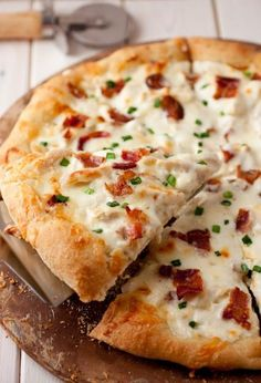 Chicken Recipes : Chicken Alfredo Pizza Recipe Grilled on the Green Egg....!!!! Def gonna try..