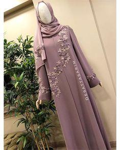 Sirke köpügü rengi elde işleme Yen'i abiyemiz Müşterimiz iyi günlerde kullansın Çok asil bir renk işlemeli takım bilgi için whatsapp 05304122883 . #elbise #hijupstyle #fashionblogger #instafashion #istanbul #turkey #dress #abaya #abiye #nikahelbisesi #nişanelbisesi #abiye #tesettür #elbisemodelleri #ozeldikim #kisiyeozeldikim #kisiyeozel #desattasarim #soft #gri #islemeli #hautecouture #detay #kinaelbisesi #dugun #weedingdress #weeding #evlilik #ceyiz #rose #couturefashion