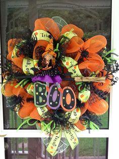 Halloween deco mesh Wreath by WreathsEtc on Etsy Halloween Mesh Wreaths, Halloween Party Decor, Holidays Halloween, Holiday Wreaths, Halloween Crafts, Holiday Crafts, Happy Halloween, Halloween Stuff, Deco Mesh Garland