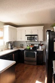Sweet Something Designs: Kitchen Facelift Reveal black and white cabines {love} 2 Colour Kitchen Cabinets, Shaker Kitchen Cabinets, Kitchen Cabinet Styles, Painting Kitchen Cabinets, Colored Cabinets, Kitchen Facelift, Kitchen Redo, New Kitchen, Kitchen Remodel