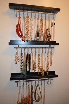 This is a great idea to keep jewelry organized.... and its so simple to do. Love it !