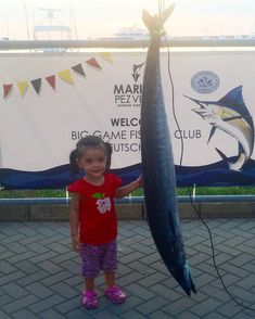 Posing with a 38lb Wahoo caught on friday by a team competing for the German tournament this week in Marina Pez Vela, Quepos