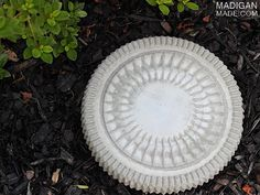 Easy DIY concrete garden step stone (use a catering tray lid for a mold!)