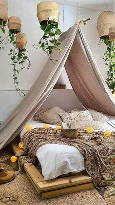 Bedroom Decor For Small Rooms, Bohemian Bedroom Decor, Room Design Bedroom, Boho Room, Room Ideas Bedroom, Home Decor Bedroom, Interior Design Living Room, Bedroom With Plants, Floral Bedroom Decor