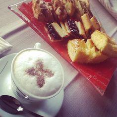 Buon inizio settimana a tutti :-) #hotelmarinetta #marinadibibbona #bibbona #colazione #toscana #cappuccino #dolci