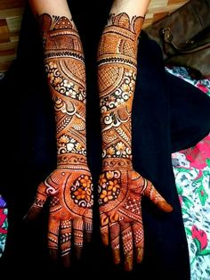 Arabic Mehendi Designs - Check out the latest collection of Arabic Mehendi design ideas and images for this year. Arabic mehndi designs are the most fashionable and much in demand these days. Wedding Henna Designs, Peacock Mehndi Designs, Modern Henna Designs, Engagement Mehndi Designs, Legs Mehndi Design, Latest Bridal Mehndi Designs, Modern Mehndi Designs, Mehndi Design Pictures, Mehndi Designs For Girls
