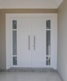 Porta de abertura dupla com visores de vidro