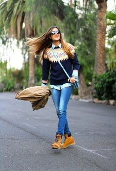 Timberland boots have made it to the mainstream in fashion. We're sharing some of our favorite Timberland boots outfit ideas to help you wear them! Mode Timberland, Timberland Boots Outfit, Timberland Outfits Women, Timberland Heels, Timberland Fashion, How To Wear Timberlands, Timberlands Shoes, Timberlands Women, Mode Outfits