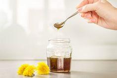 Pampeliškový med je na světě, po vychladnutí může putovat do spíže a čekat na svůj čas. Až budete cítit, že na vás něco leze, sáhněte po něm. Lžička do každého šálku čaje bude to správné řešení; Tomáš Rubín