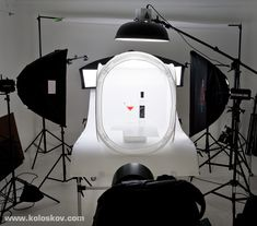 Shooting glassware on white background: high-key in product photography