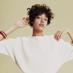 Interesting colours and pose Pretty People, Beautiful People, Damaris Goddrie, The Bright Sessions, Curly Hair Styles, Natural Hair Styles, Inspiration Artistique, Hair Inspo, Portrait Photography