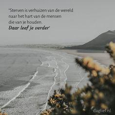 Prachtig plaatje <3 met prachtige tekst <3 • • • #quote #rouw #verlies #troost #gemis #liefde #missing #love #mourning #rouwkaarten   daglief.nl
