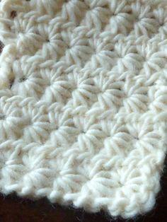Daisy stitch or star stitch — free crochet tutorial by nikkistew Crochet Star Stitch, Bag Crochet, Crochet Gratis, Crochet Stars, Crochet Motifs, Crochet Stitches Patterns, Love Crochet, Learn To Crochet, Crochet Baby