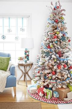 Apply for a Holiday Makeover at YOUR house by Tatertots and Jello & Lowes! SO Cool!
