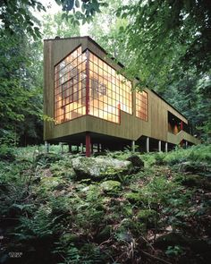 Forest House: A Small Summer Home within Dark Evergreens and Bright Woodland Forest House: Ein kleines Sommerhaus in Dark Evergreens und Bright Woodland Architektur Architecture Design, Baroque Architecture, Residential Architecture, Amazing Architecture, Pavilion Architecture, Contemporary Architecture, Vernacular Architecture, Contemporary Homes, Sustainable Architecture