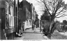 B/W postcard of Strand on the Green I live here today. - it's not really changed has it? Richmond Upon Thames, Brentford, High Road, Old London, London Photos, Teenage Years, 18th Century, Vintage Photos, Chelsea