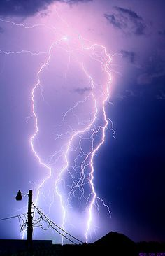 thunderstorms - Photo of the Day Page Ride The Lightning, Thunder And Lightning, Lightning Strikes, Purple Lightning, Lightning Storms, Tornados, Thunderstorms, Mother Earth, Mother Nature