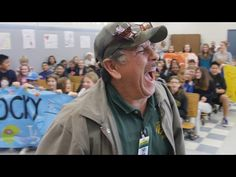 Students Invite School Janitor To Take A Photo With Them But What Happens Next Brings Him To Tears