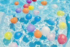 Cute way to decorate pool for party. Water balloon fight in the pool maybe? Water Balloon Fight, Water Balloons, The Balloon, Water Fight, Summer Pool, Summer Fun, Summer Time, Pink Summer, Summer Bucket
