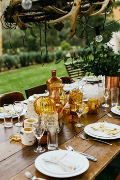 amber glasses - photo by Lara Hotz https://ruffledblog.com/whimsical-bohemian-wedding-in-australia