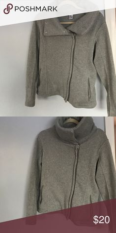 Knit Fleece Super comfortable, perfect condition, two front pockets and adjustable collar with buttons Old Navy Jackets & Coats
