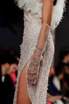 Ralph and Russo Spring Summer 2019 Haute Couture fashion show at Paris Couture Week (January Live Fashion, 90s Fashion, Runway Fashion, Fashion Show, Womens Fashion, Pretty Dresses, Beautiful Dresses, Moda Aesthetic, Ralph & Russo