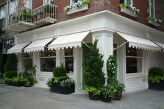This unique exterior awning is a quite inspiring and really good idea Shop Awning, Canvas Awnings, Shop Facade, Shop Fronts, Cafe Interior, Commercial Design, Store Design, Shop Front Design, Restaurant Design