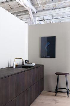 18 Scandinavian-Inspired Kitchen in New York New Kitchen Designs, Kitchen Trends, Interior Desing, Interior Design Inspiration, Kitchen Interior, Kitchen Decor, Kitchen Chairs, House Ideas, Kitchen On A Budget