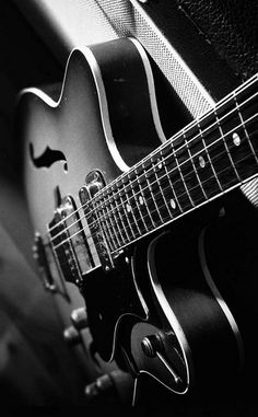 Music Pics, Old Music, Music Images, Guitar Wallpaper Iphone, Music Wallpaper, Black And White Art Drawing, Bad Boy Style, Foto Top, Guitar Photography