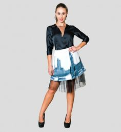 En tendencia de falda tul: con la ciudad de Londres dibujada, acompañada de camisola negra de satén con tul | Shapó Olé
