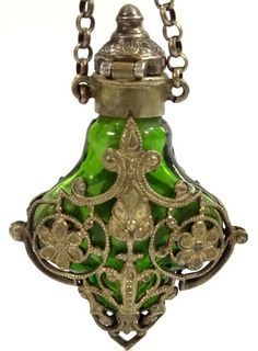 VICTORIAN EMERALD GLASS SCENT PERFUME BOTTLE CHATELAINE CHAIN PENDANT SILVER TOP