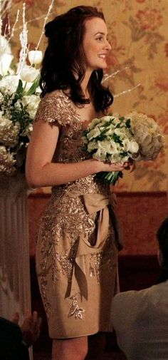 blair waldorf elegant gold dress Wow even my mom is pinning off of the queen 😜 long live the queen! Gossip Girl Blair, Gossip Girls, Moda Gossip Girl, Blair Waldorf Gossip Girl, Gossip Girl Outfits, Gossip Girl Fashion, Blair Waldorf Outfits, Blair Waldorf Stil, Estilo Blair Waldorf