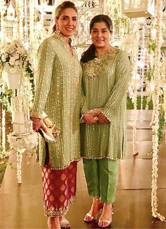 .... Pakistani Formal Dresses, Pakistani Wedding Outfits, Nikkah Dress, Pakistani Dress Design, Indian Attire, Indian Wear, Indian Outfits, Indian Dresses, Kurta Designs