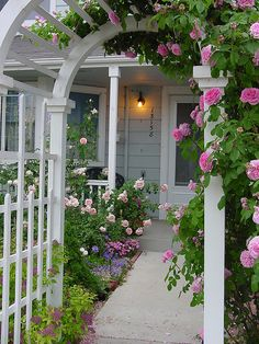 #Roses on the arbor -- beautiful, welcoming entry | Photo: Lisa Boni