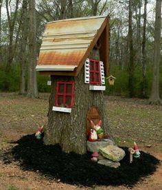 Learn how to turn a dead tree stump into a cute fairy house or gnome house. Gnome Tree Stump House, Fairy Tree Houses, Gnome House, Fairy Garden Houses, Gnome Garden, Fairy Gardening, Fairy Garden Doors, Fairy Doors, Miniature Fairy Gardens
