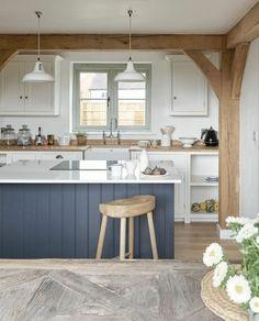 poutre bois massif dans la cuisine moderne