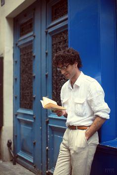 Reading in Le Marais #Paris #Streetstyle #Menswear via Garcon Jon