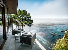 Entourée par le magnifique paysage rocheux de la côte de Big Sur en Californie du sud, cette maison réalisée par la firme basée à San Francisco, Fougeron A