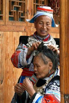 Foto Als je haar maar goed zit , Guangxi en Guizhou   Jacqueline Sprey